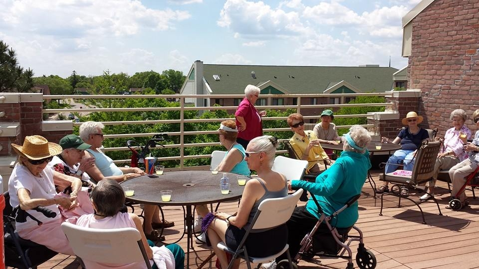 Residents on Rooftop Deck 2.JPG